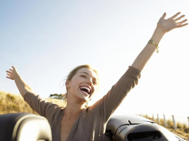 Felicidade O corpo libera endorfina durante o orgasmo, o que causa euforia, prazer e, às vezes, gera um riso incontrolável.