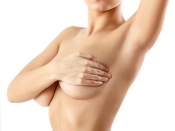 Contra o câncer de mama Ter orgasmo e estimular os mamilos durante as preliminares também contribui para bons níveis de oxitocina, um hormônio que reduz a ansiedade e previne contra o câncer de mama.