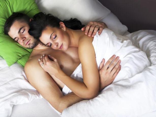 Sono tranquilo Depois de ter um orgasmo, há uma queda acentuada da pressão arterial e um relaxamento instantâneo, que gera uma noite de sono tranquilo.